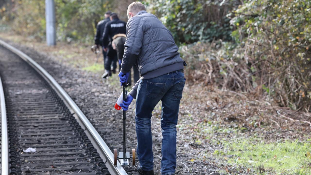 Schülerin (17) unter Schock – Schüsse auf Straßenbahn in Jena?